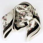 Apaszka gawroszka kwiatki biała (1)