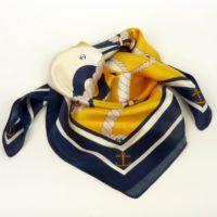Apaszka damska jedwabna z marynarskim motywem w kontrastowych kolorach