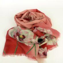 Damski szal jesienno-zimowy w kwiaty, ciepły, różowy.