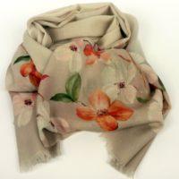 Cienki szal damski z wełny w eleganckim odcieniu zgaszonego beżu z kwiatowym wzorem