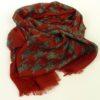 Cienki i ciepły szal z wełny w pięknym, czerwonym kolorze z ciekawym motywem