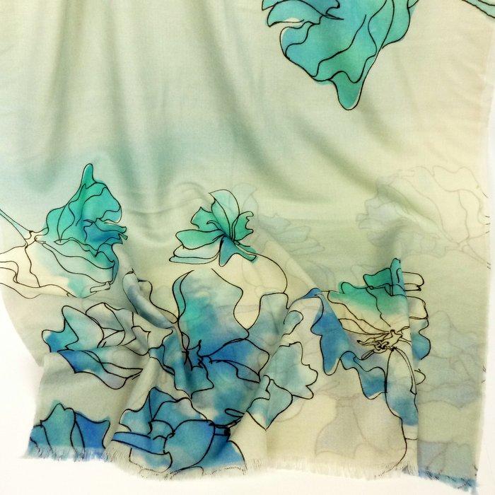 Cienki szal z wełny kwiaty niebieski