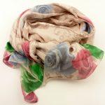 Cienki szalik beżowy róże (1)