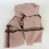 Damski szal z dodatkiem wełny, w różowym kolorze na jesień i zimę, z naszytą koronką.