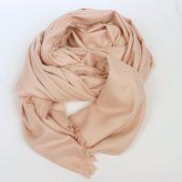 Ciepły i duży szal damski z kaszmirem w różowym odcieniu