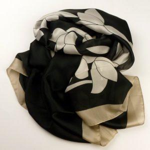 Elegancki szal jedwabny czarny z obwódką (1)
