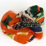 Lekki szalik z kolorową panterką (1)