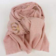 Ciepły, gruby szal zimowy damski, różowy z haftem.