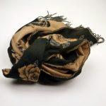 Szal dwustronny róże czarno-beżowy (3)