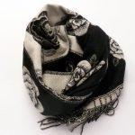 Szal dwustronny róże czarno-biały (6)
