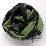 Szal dwustronny róże czarno-zielony (6)