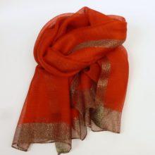 Cienki, wizytowy szal damski z jedwabiem i wełną, w pieknym, czerwonym kolorze.