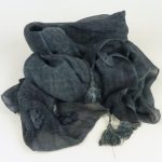 Szal z bawełną i aplikacjami granatowy (4)