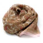 Szal z szyfonu paisley beżowo-różowy (3)