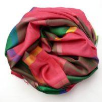 Wiosenne szaliki w kratkę